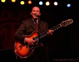 Guitarist John Pizzarelli